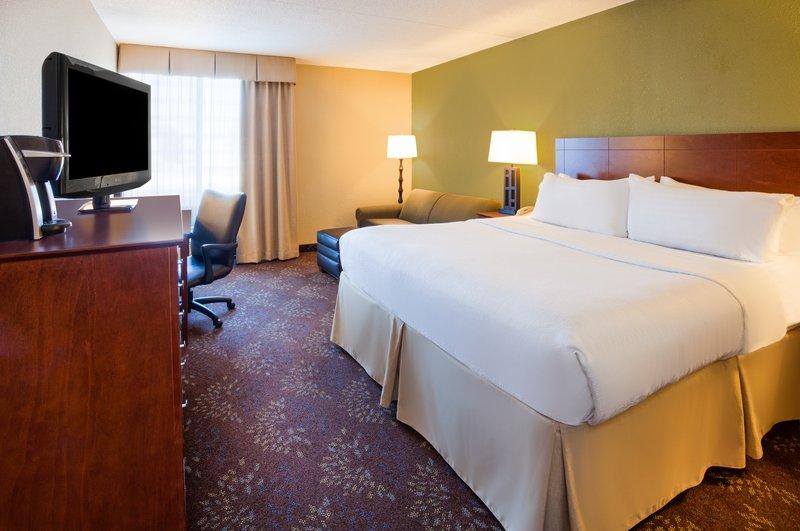 Holiday Inn Fairmont-Deluxe Room<br/>Image from Leonardo