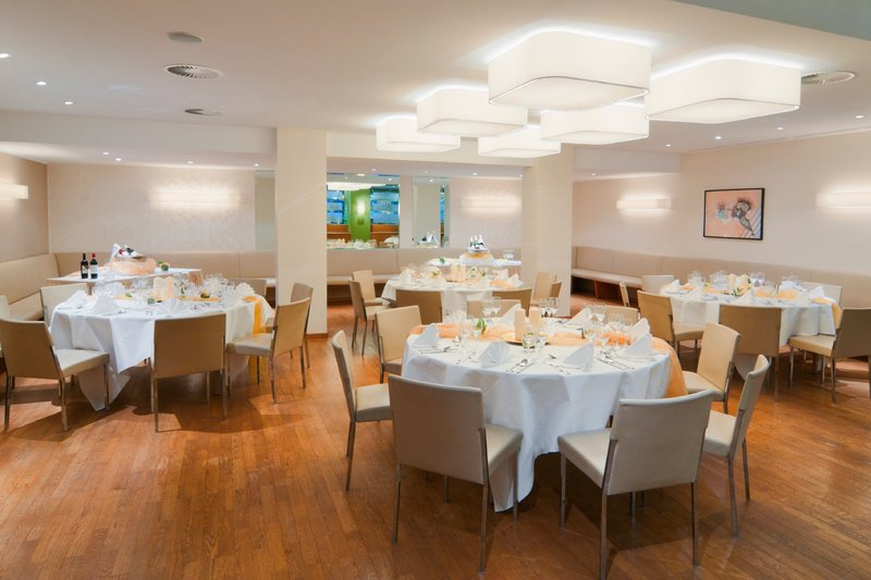 Crowne Plaza Hannover-Breakfast Area<br/>Image from Leonardo