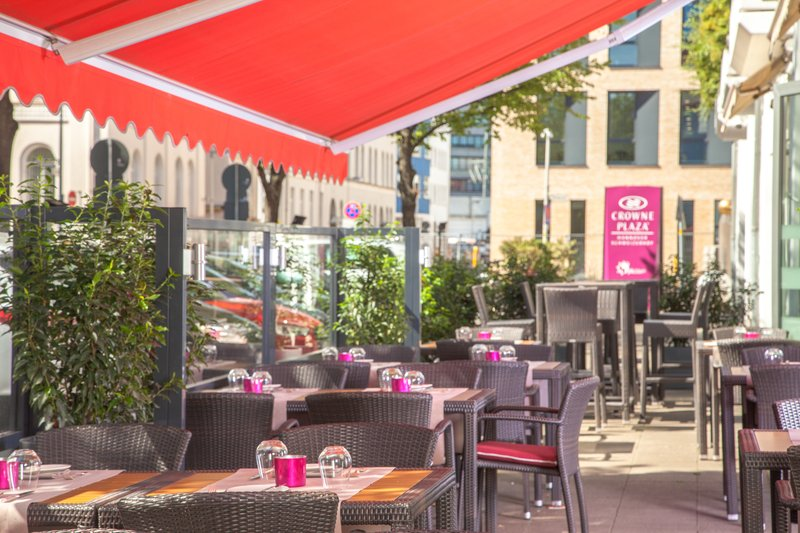 Crowne Plaza Hannover-Bistro Schweizerhof - our terrace<br/>Image from Leonardo