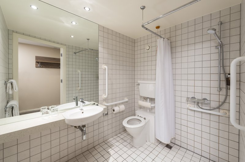 Holiday Inn York City Centre-Holiday Inn York City Centre Accessible Bathroom <br/>Image from Leonardo