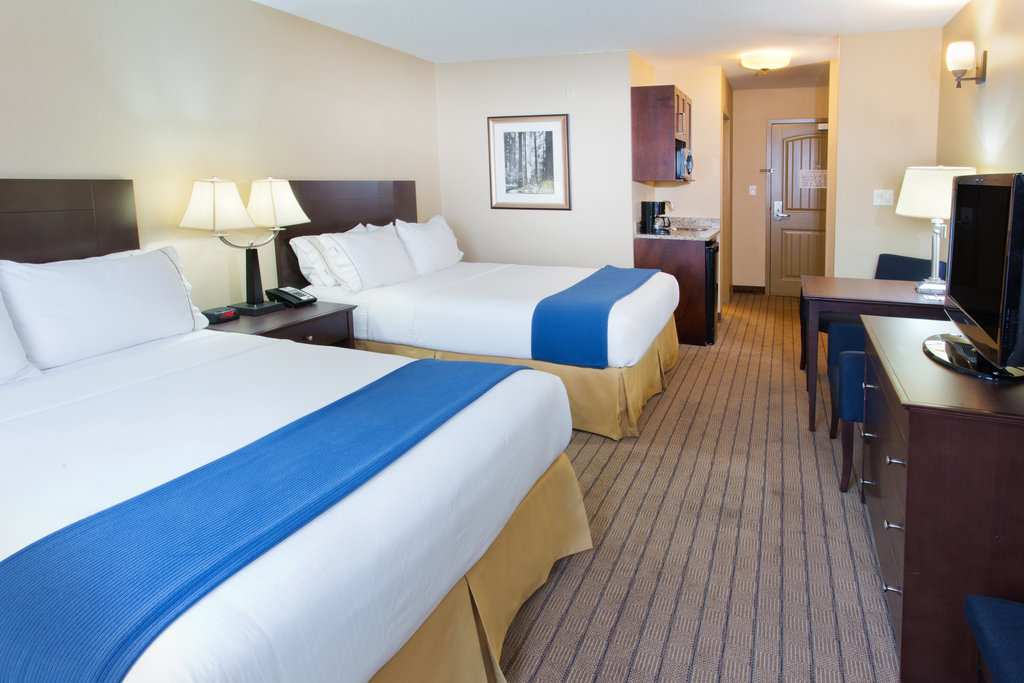 Holiday Inn Express & Suites Courtenay Comox Valley SW-Two Queen Suite<br/>Image from Leonardo