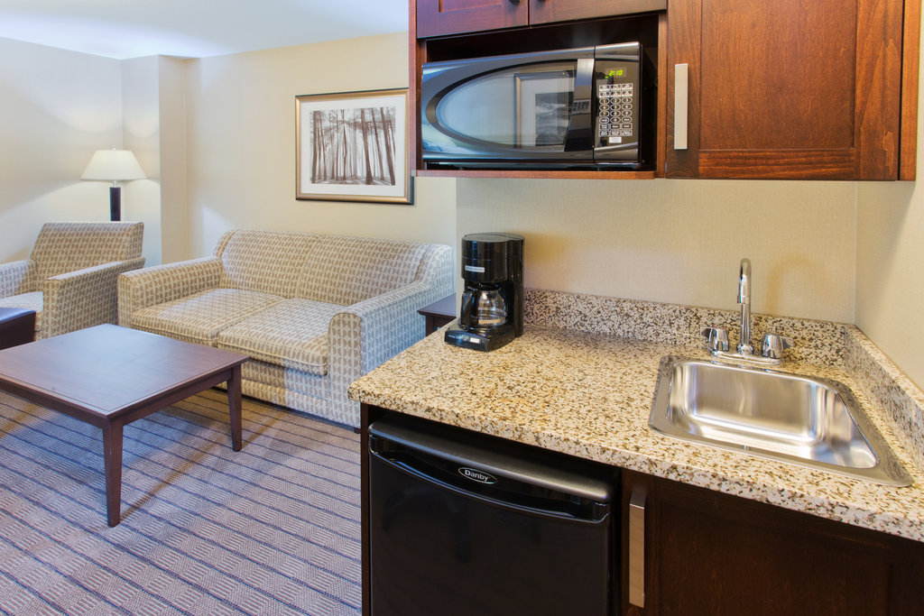 Holiday Inn Express & Suites Courtenay Comox Valley SW-King Executive Suite kitchenette<br/>Image from Leonardo