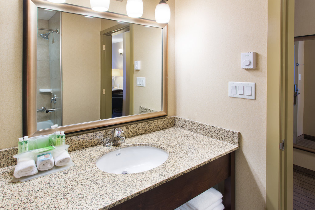 Holiday Inn Express & Suites Courtenay Comox Valley SW-Two Room Family Suite Guest Bathroom<br/>Image from Leonardo