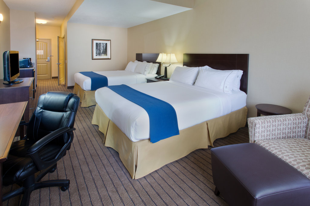 Holiday Inn Express & Suites Courtenay Comox Valley SW-ADA/Handicapped accessible Two Queen Guest Room<br/>Image from Leonardo