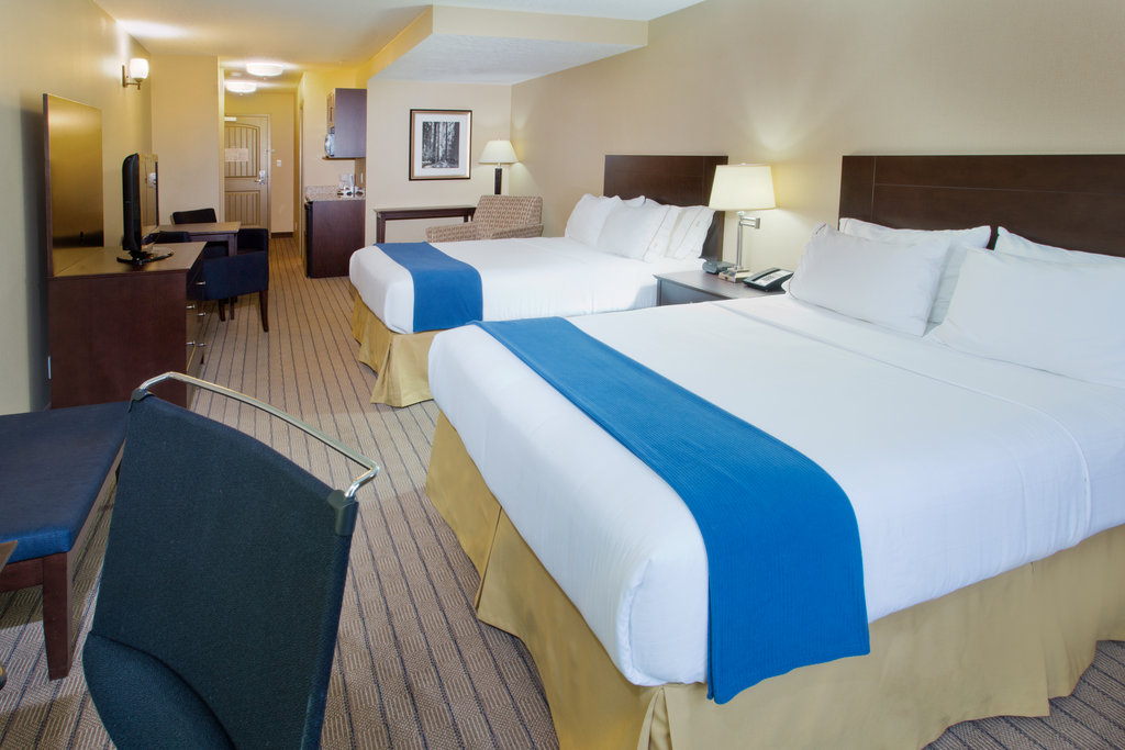 Holiday Inn Express & Suites Courtenay Comox Valley SW-Two Queen Guest Room<br/>Image from Leonardo