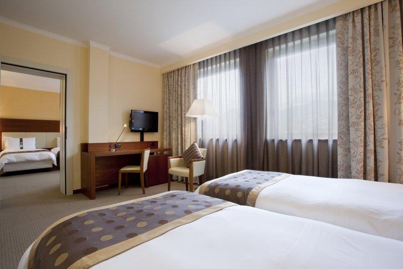 Holiday Inn Salerno - Cava de' Tirreni-Adjoining Room<br/>Image from Leonardo