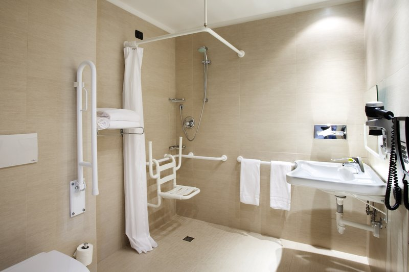 Holiday Inn Salerno - Cava de' Tirreni-Guest bathroom in wheelchair accessible rooms<br/>Image from Leonardo