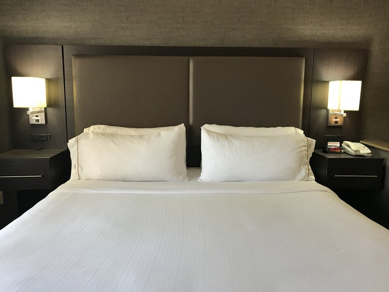 Holiday Inn Express & Suites Barstow - Outlet Center-Guest Room<br/>Image from Leonardo