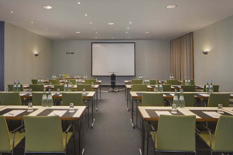 Crowne Plaza Hannover-A flexible meeting room, perfect for seminars and lectures.<br/>Image from Leonardo