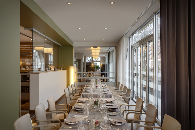 Crowne Plaza Hannover-BISTRO Schweizerhof offers a light-filled room for private dining.<br/>Image from Leonardo