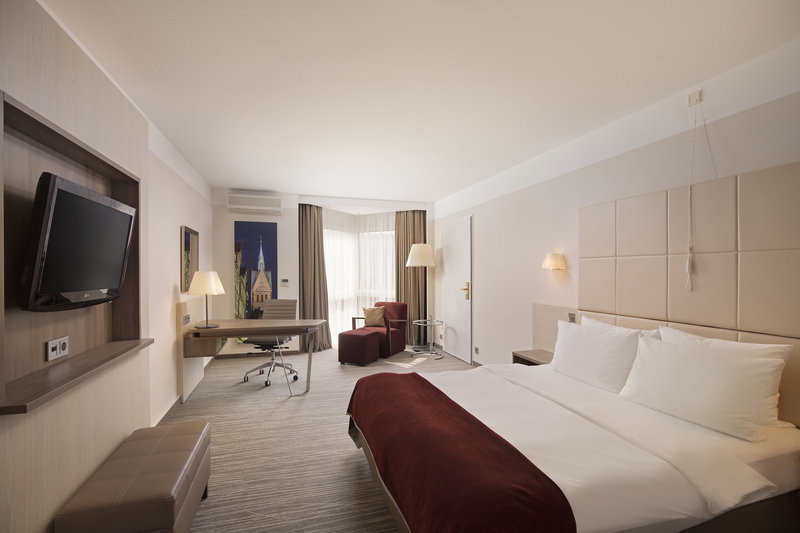 Crowne Plaza Hannover-A double room with a flat-screen TV, a work desk and extra space.<br/>Image from Leonardo