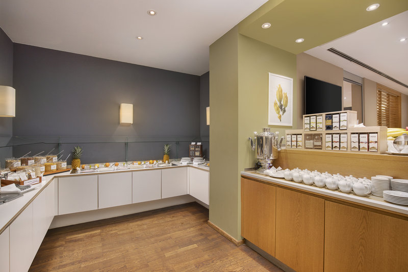 Crowne Plaza Hannover-A breakfast buffet with cereals, fruit and a selection of teas.<br/>Image from Leonardo