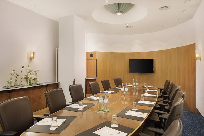 Crowne Plaza Hannover-One of 7 stylish function rooms with presentation equipment.<br/>Image from Leonardo