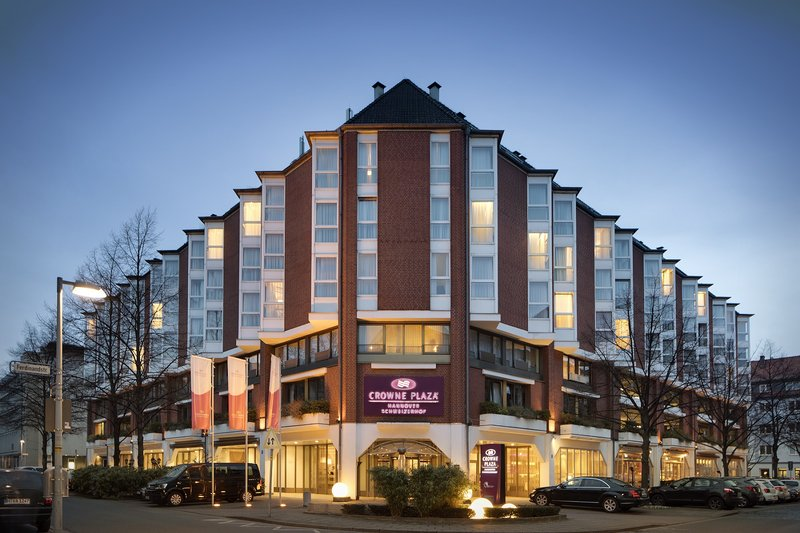 Crowne Plaza Hannover-Crowne Plaza Hannover, with USB charge points and 7 meeting rooms.<br/>Image from Leonardo