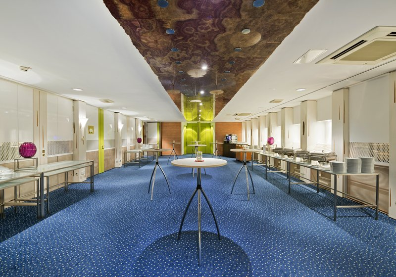 Crowne Plaza Hannover-Pre-function Area<br/>Image from Leonardo