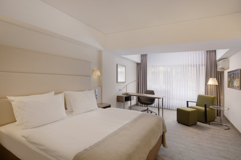 Crowne Plaza Hannover-Crowne Plaza rooms include work desks and comfortable seating.<br/>Image from Leonardo
