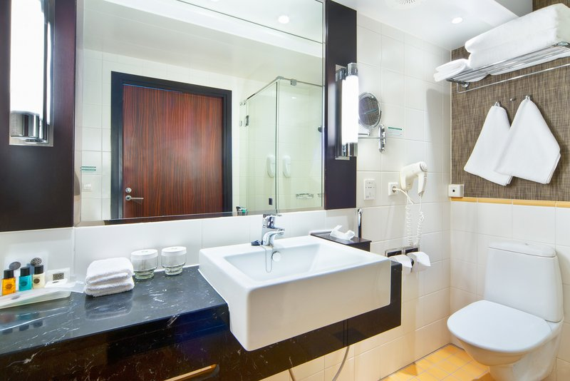 Holiday Inn Helsinki City Centre-Bathrooms in our Executive rooms offer extra amenities<br/>Image from Leonardo