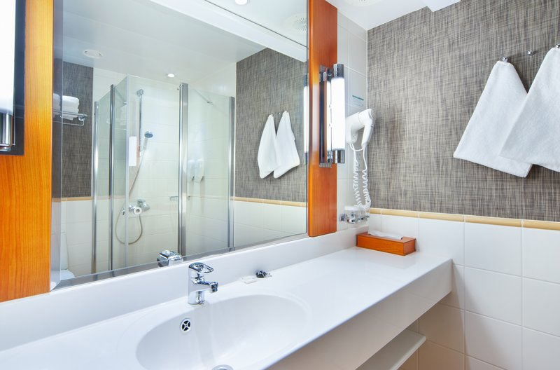 Holiday Inn Helsinki City Centre-Refresh yourself in our well lit bathrooms<br/>Image from Leonardo