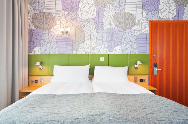 Holiday Inn Helsinki City Centre-Wheelchair accessible room has connecting door with next room<br/>Image from Leonardo