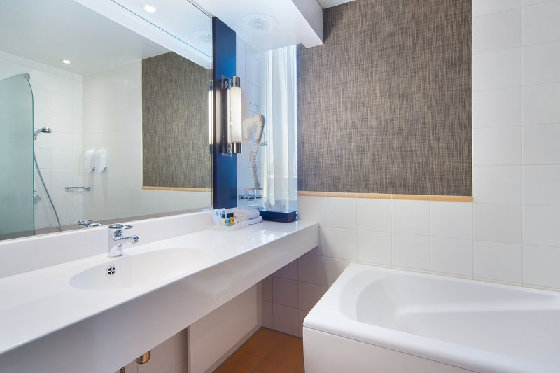 Holiday Inn Helsinki City Centre-Executive rooms include personal toiletries and fluffy towels<br/>Image from Leonardo