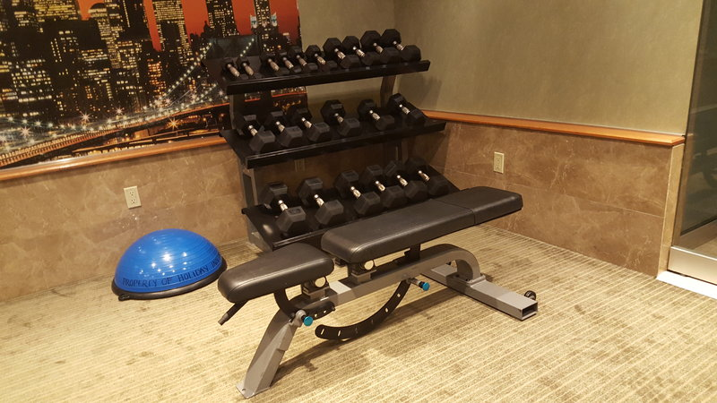 Holiday Inn L.I. City-Manhattan View-Free weights and weight bench<br/>Image from Leonardo