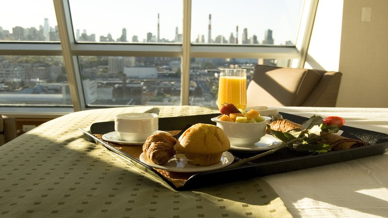 Holiday Inn L.I. City-Manhattan View-Relax in your room with a Room Service breakfast or dinner<br/>Image from Leonardo