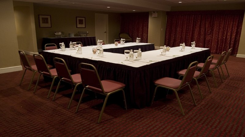 Holiday Inn L.I. City-Manhattan View-The Crescent Room can hold up to 20 persons in U-shape setup.<br/>Image from Leonardo