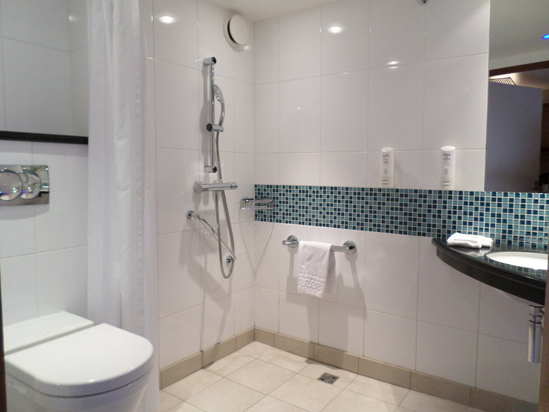 Holiday Inn Express Gent-Wheelchair Accessible Bathroom<br/>Image from Leonardo