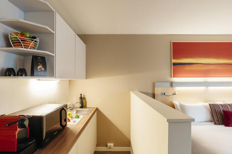 Holiday Inn Express Gent-King Business Studio Kitchenette<br/>Image from Leonardo