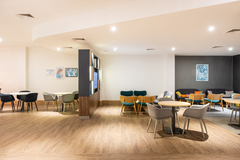 Holiday Inn Leicester-Lobby Lounge<br/>Image from Leonardo