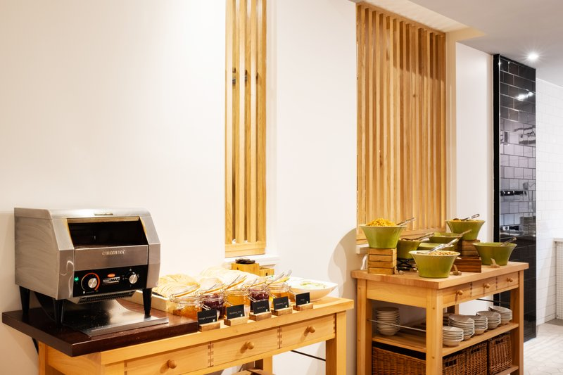 Holiday Inn Leicester-Breakfast Bar<br/>Image from Leonardo
