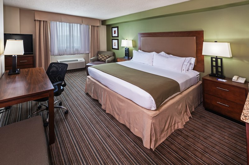 Holiday Inn Express and Suites Fort Worth Downtown-King Bed Guest Room<br/>Image from Leonardo