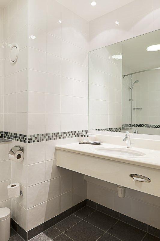 Crowne Plaza Leeds-Guest Bathroom<br/>Image from Leonardo