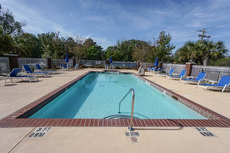 Holiday Inn Express & Suites Savannah - Midtown-Swimming Pool<br/>Image from Leonardo