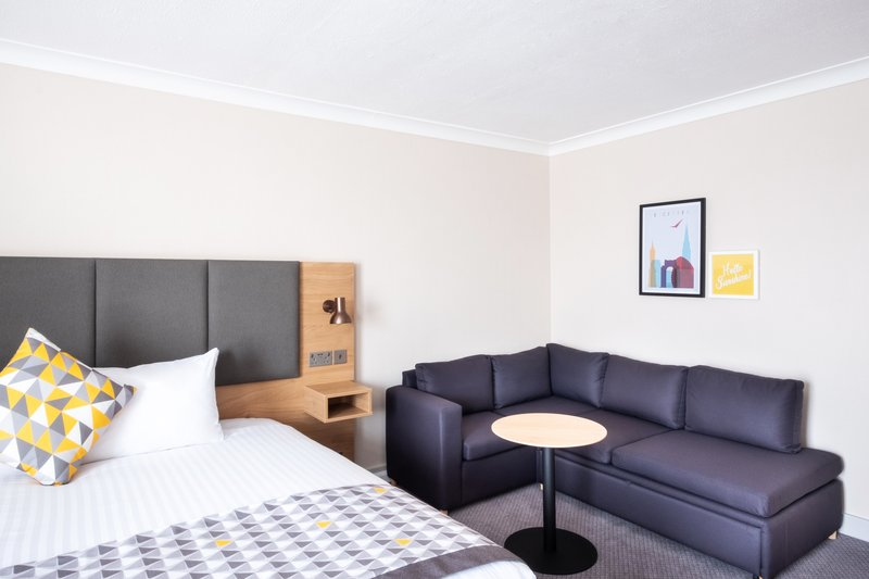 Holiday Inn Leicester-Double Bed Guest Room<br/>Image from Leonardo