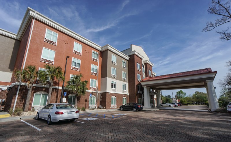 Holiday Inn Express & Suites Savannah - Midtown-Hotel Exterior<br/>Image from Leonardo