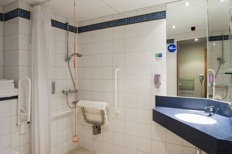 Holiday Inn Express Portsmouth - Gunwharf Quays-Guest Bathroom<br/>Image from Leonardo