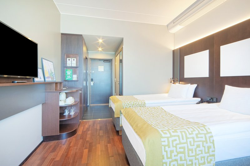 Holiday Inn Helsinki - West -Ruoholahti-Bright and modern twin room with small sofa bed<br/>Image from Leonardo