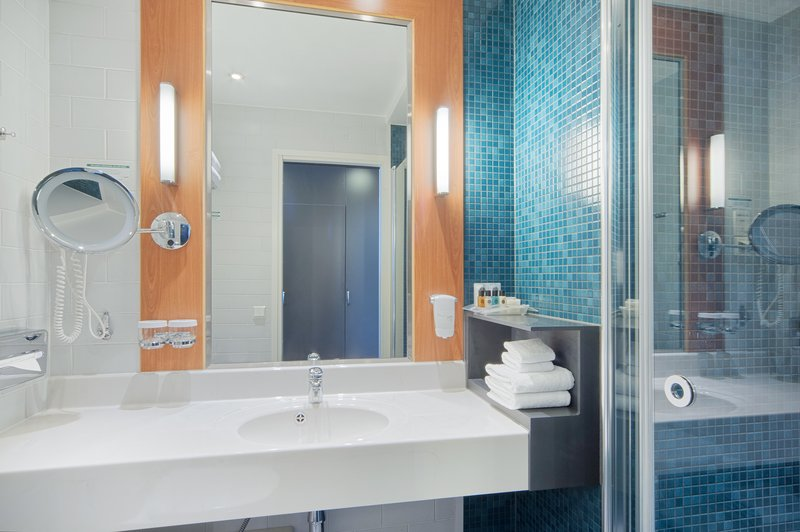 Holiday Inn Helsinki - West -Ruoholahti-Our fresh Spa-style bathroom will invigorate you <br/>Image from Leonardo