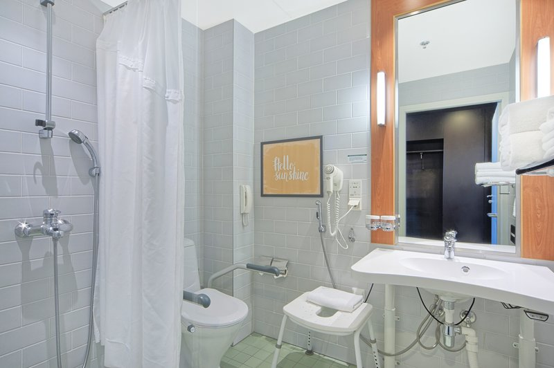 Holiday Inn Helsinki - West -Ruoholahti-Accessible room's bathroom is easy to use with wheal chair<br/>Image from Leonardo