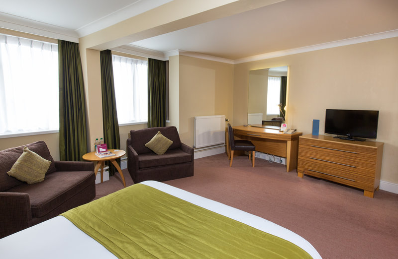 Crowne Plaza Chester-Accessible Room<br/>Image from Leonardo