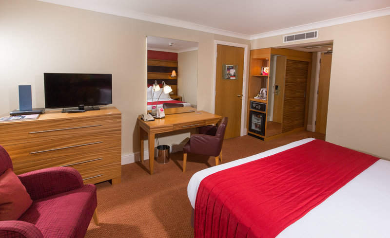 Crowne Plaza Chester-Executive King Room<br/>Image from Leonardo