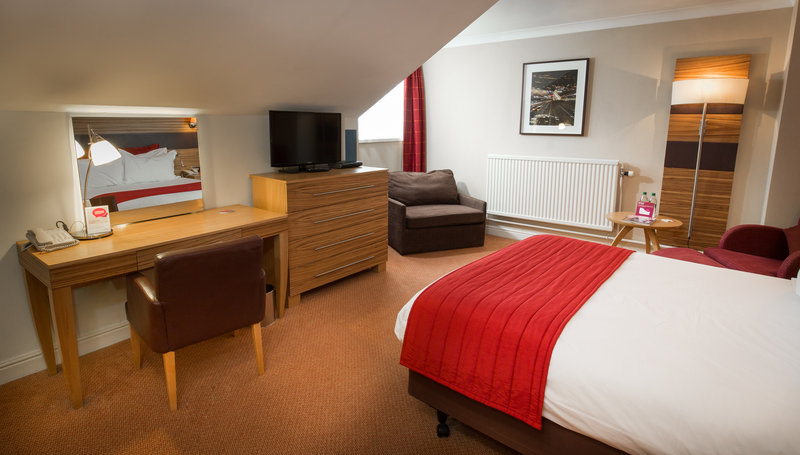 Crowne Plaza Chester-Executive Double Room - With Sofa Chair<br/>Image from Leonardo