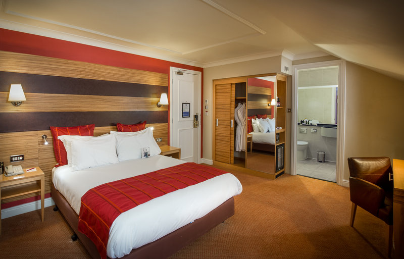 Crowne Plaza Chester-Executive Double Room with large en-suite bathroom<br/>Image from Leonardo