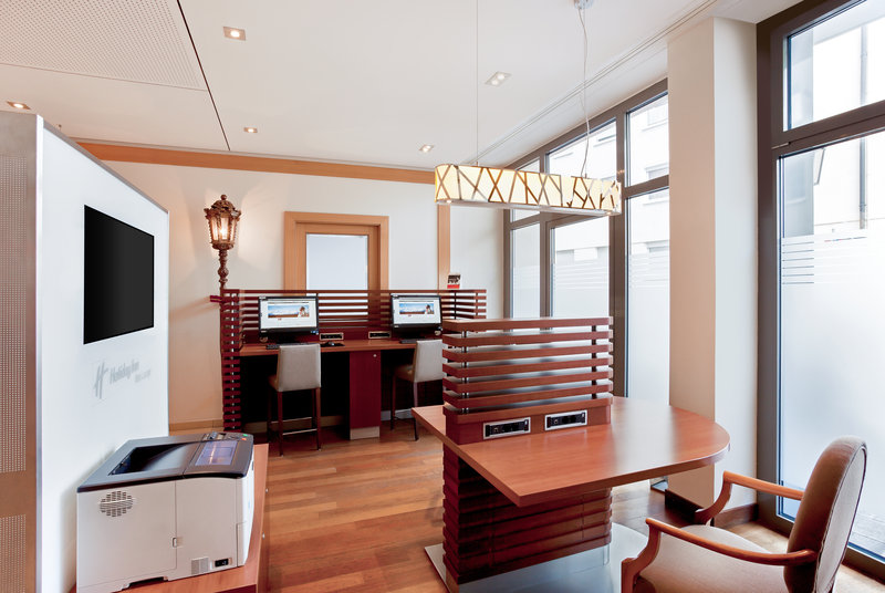 Holiday Inn Nuernberg City Centre-Business corner in the lobby with a printer, open 24 hours daily.<br/>Image from Leonardo