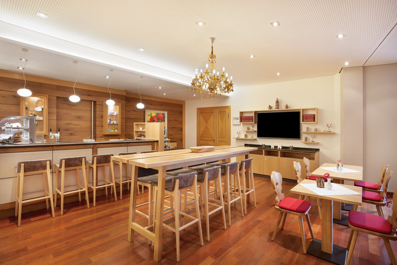 Holiday Inn Nuernberg City Centre-The art-splashed bar, perfect for a coffee or a cocktail.<br/>Image from Leonardo