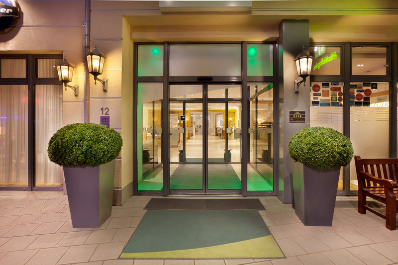 Holiday Inn Nuernberg City Centre-The welcoming main entrance to Holiday Inn Nürnberg City Centre.<br/>Image from Leonardo