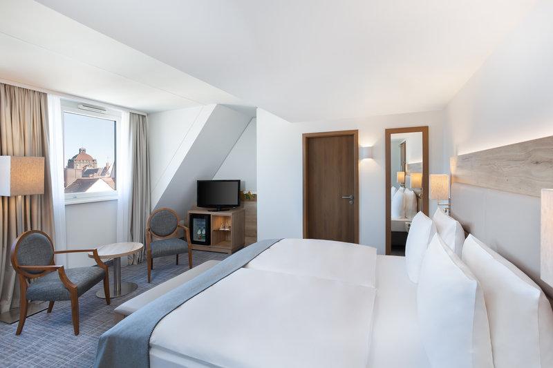 Holiday Inn Nuernberg City Centre-A superior room on the upper floors, with views over Nürnberg.<br/>Image from Leonardo