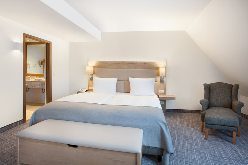 Holiday Inn Nuernberg City Centre-A suite in Nürnberg, with a pillow menu and inclusive Wi-Fi.<br/>Image from Leonardo
