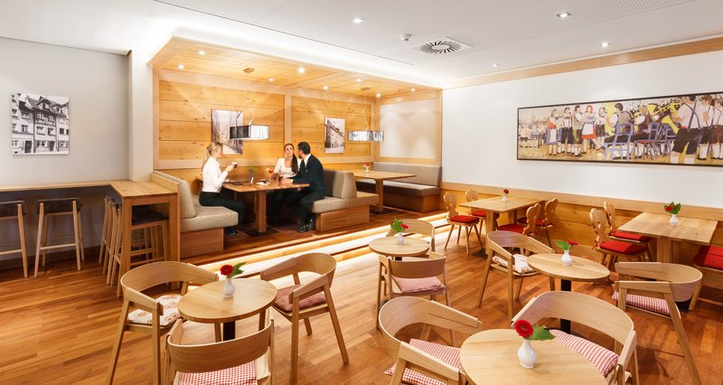 Holiday Inn Nuernberg City Centre-Café<br/>Image from Leonardo